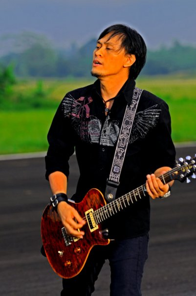 gitaris terbaik indonesia ~ PUTRA SAWITTO